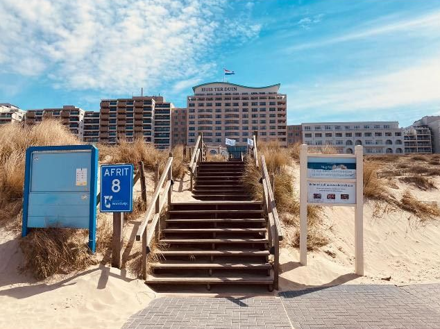 Hotel huis ter duin strand